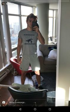 Riverdale star KJ Apa showing off his killer body and bulge! Archie Andrews Riverdale, Riverdale Archie, Kj Apa Riverdale, Riverdale Cast, Dear Future Husband, Future Boyfriend, Archie Andrews Aesthetic, Famous Celebrities, Celebs