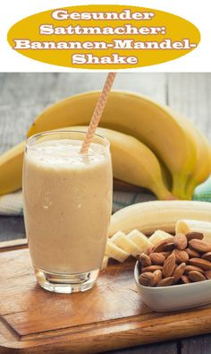 Gesunder Sattmacher: Bananen-Mandel-Shake Not only does the combination taste delicious, but chocolate does not need this banana almond shake anymore. Because Kayla Itsines knows how to sell cravings without giving up. Smoothie Proteine, Ginger Smoothie, Smoothie Recipes, Healthy Smoothies, Healthy Drinks, Detox Recipes, Healthy Recipes, Shake Recipes, Milk Shakes