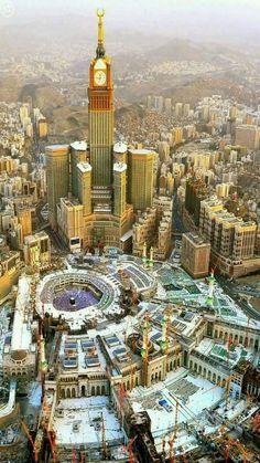 A glorious aerial view of Makkah city along ith Masjid Al-Haram. Masjid Al Haram, Mecca Masjid, Islamic Architecture, Amazing Architecture, Beautiful Mosques, Beautiful Places, Mekka Islam, Mecca Wallpaper, Mekkah