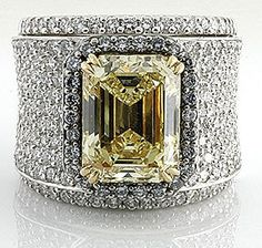 Yellow Diamond Ring http://aguidetowhatsinsideyourbeautybag.blogspot.com/2013/12/not-your-mothers-clean-freak.html♥•♥•♥