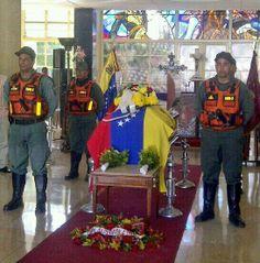 """17 de mar. de 2014 / """"""""Quienes atacan a la Guardia? el imperio yanqui a través de sus órganos de prensa y la burguesía venezolana"""" HCHF"""" (Se vela a un GN con honores)."""