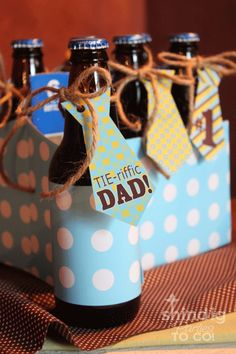 "Free printables, ""tie-riffic"" tie bottle party tags, tie cupcake toppers, tie banner with sayings & more Father's Day party ideas! Fathers Day Crafts, Happy Fathers Day, Cute Gifts, Diy Gifts, Handmade Gifts, Christmas Gifts, Holiday Crafts, Holiday Fun, Father's Day Printable"