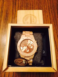 When Jord contacted me about checking out their wooden watches, I jumped at the opportunity! What a fresh idea and I was instantly intrigued. Equestrian Jewelry, Wooden Watch, Velvet, Watches, My Style, Accessories, Wooden Clock, Wristwatches, Clocks