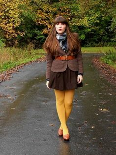 Yellow pantyhose with retro style brown outfit Colored Tights Outfit, Yellow Tights, Patterned Tights, Black Tights, Opaque Tights, Sheer Tights, Pantyhose Fashion, Pantyhose Outfits, Fashion Tights