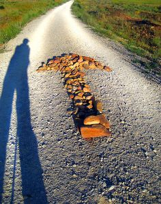 When I came back from my first Camino trip the first thing i thought when I arrived in Santiago was: What about now, what am I going to do without the arrows to guide me along my way??? I just love the arrows and how easy they make the pilgrim's life easier along The Way.