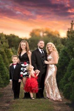 Fancy Christmas holiday family pictures, formal family outfits, Christmas tree farm family, high glam family portraits, Chic holiday style, Holly Davis Photography | The Woodlands, Texas