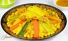 Couscous marocan cu pui - reteta video Ratatouille, Pasta Salad, Zucchini, Ethnic Recipes, Food, African, Traditional, Morocco, Food Food