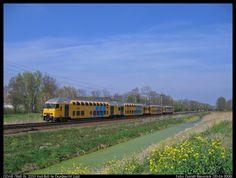 nederlandse treinen - Google zoeken Locomotive, Dutch, David, House Styles, Google, Parking Lot, Historia, Dutch Language, Locs