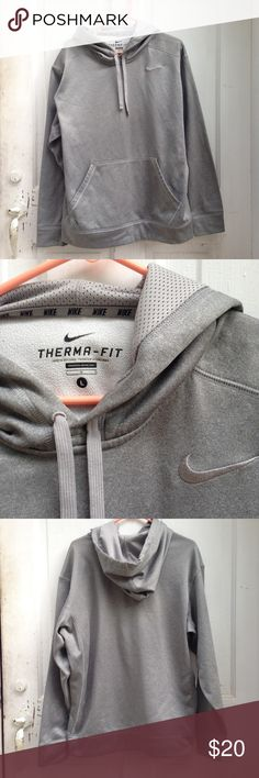 Nike Therma fit grey hoodie unisex oversized Great fall/ winter hoodie. Men's large. I'm a women's medium and wear this as an oversized hoodie with leggings or jeans and nikes or hugs. Great gift, great condition. Nike Jackets & Coats