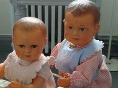 """Les petits """"Jacky """" s'amusent ........Deux bambins charmants et sages ."""