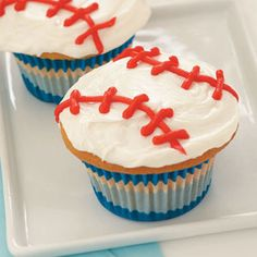 baseball cupcakes! perfect since baseball season is about to be in full swing! (see what I did there?)