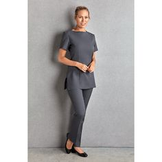 The Florence Roby Napoli Tunic is the perfect simple but smart uniform. This short-sleeved tunic is available in 3 colours. Salon Uniform, Spa Uniform, Hotel Uniform, Beauty Tunics, Beauty Uniforms, Scrubs Outfit, Corporate Attire, Work Uniforms, Uniform Design