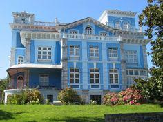 Casa de indianos,  Asturias-España Villas, Indiana, Porte Cochere, Pavilion, Colonial, Terrace, Spain, Places To Visit, Castle