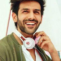 OMG❤️❤️😍bro u r awesome ❤️😉 Bollywood Suits, Bollywood Couples, Bollywood Actors, Bollywood Celebrities, Celebrity Look, Celebrity Crush, Ranveer Singh Hairstyle, Most Handsome Actors, Swag Boys