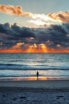 Beautiful sunset at the beach Beauty & Beach & Leisure Schöner Sonnenuntergang am Strand Beautiful Sunset, Beautiful Beaches, Beautiful World, Pretty Pictures, Cool Photos, Belle Photo, Wonders Of The World, Nature Photography, Photography Tips