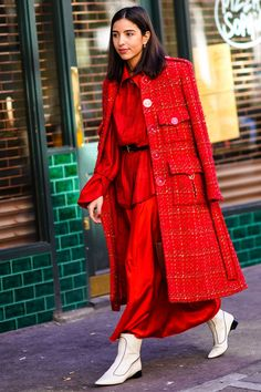 The 15 street-style looks you'll want to copy from London Fashion Week - HarpersBAZAARUK - Wearing head-to-toe in one colour can be an easy way of ensuring your outfit looks elegant and expensive.
