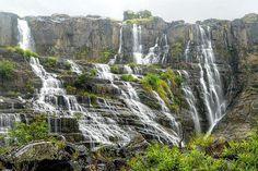 Водопад Понгур (Pongour waterfall) – природная достопримечательность Вьетнама.