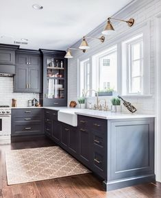 Kitchen Interior Benjamin Moore Wrought Iron Cabinets - A detailed list with photos - my favorite Benjamin Moore paint colors. Home Decor Kitchen, Interior Design Kitchen, Diy Kitchen, Kitchen Ideas, Awesome Kitchen, Cute Kitchen, Kitchen Corner, Stylish Kitchen, Beautiful Kitchen