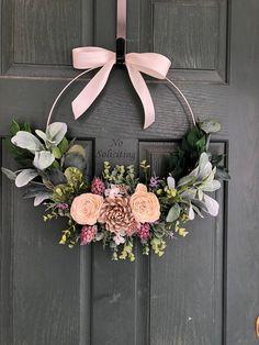 Summer wreath Summer wreaths for front door Wreaths for front door Modern wreath Door wreath Front door wreath Hoop wreath Wreath Crafts, Diy Wreath, Wreath Ideas, Porta Diy, Spring Front Door Wreaths, Modern Wreath, Deco Floral, Valentine Wreath, Diy Valentine