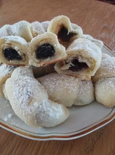 Alföldi lekváros kifli készült, nem lehet annyit sütni belőle, hogy beteljen vele a család! – Ez Nem Semmi Hungarian Desserts, Hungarian Recipes, Baking Recipes, Cake Recipes, Dessert Recipes, Tasty, Yummy Food, Small Cake, Snacks