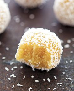 (No-Bake) Coconut Lemon Meltaway Balls - almond flour coconut flour salt maple syrup/honey (sub sugar-free) lemon zest & juice vanilla extract coconut oil Kokos Desserts, Coconut Desserts, Raw Desserts, Dessert Recipes, Dinner Recipes, Coconut Flour Cookies, Coconut Flour Recipes, Lemon Cookies, Buckwheat Recipes