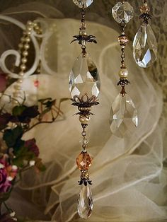 Fio feito com amêndoas, castanhas de cristal e pérolas. Ideia para fazer sua árvore brilhar ainda mais! http://www.beadshop.com.br