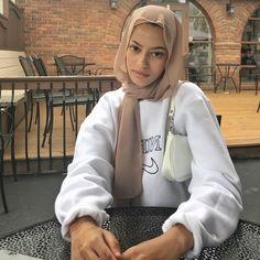 Hijab Fashion Summer, Modest Fashion Hijab, Modern Hijab Fashion, Street Hijab Fashion, Hijab Fashion Inspiration, Muslim Fashion, Fashion Outfits, Fasion, Mode Streetwear