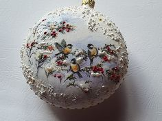 Christmas Ball, decoupage Joanna Christmas Craft Show, Christmas Decoupage, Christmas Ornaments To Make, Christmas Projects, Handmade Christmas, Hand Painted Ornaments, Vintage Ornaments, Christmas Staircase, Xmas Decorations