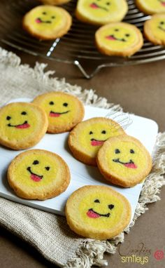 biscuits smileys tire la langue / tongue smiley cookies