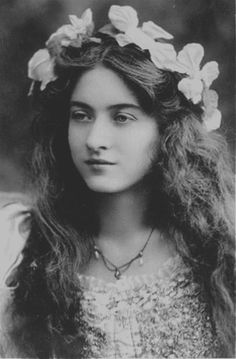 beauty Black and White vintage sepia woman long hair victorian victorian era beatiful Maude Fealy Antique Photos, Vintage Pictures, Vintage Photographs, Old Pictures, Vintage Images, Old Photos, Vintage Abbildungen, Vintage Girls, Vintage Beauty