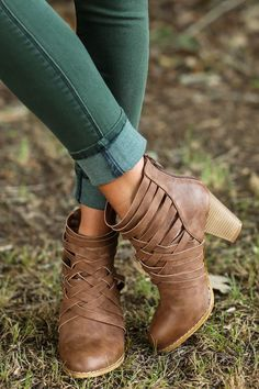 Love the green jeans and those boots!!