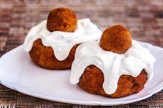 Papanasi pufosi prajiti Romanian Food, Romanian Recipes, Jacque Pepin, No Cook Desserts, Pastry Cake, Food Cakes, Love Food, Cake Recipes, Sweet Treats