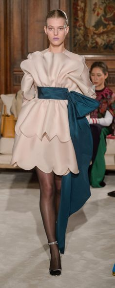 Style Couture, Couture Fashion, Valentino Couture, Glamour Beauty, Spring Couture, Italian Fashion Designers, Catwalk Fashion, Costume, Beautiful Gowns