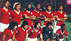 Benfica 74/75. Em pé da esquerda para a direita: Eurico, Artur, Barros, Jordão, Vítor Baptista e Toni. Em baixo, pela mesma ordem: Moinhos, Nené, Vitor Martins, Bento e Messias.