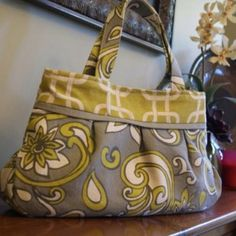 My Favorite Purse!! The Charm Clutch pattern by Amy Butler.