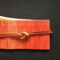 外は雪❄️吹雪いています。今日も、凹みます(笑)そんな日は、元気の出るオレンジ色のコーディネート。すべて、同色でまとめてみました。 着物 久米島紬 帯 膨れ織作り帯 #oteshio #Kimono #大人きものおしゃれ辞典 #久米島紬 #膨れ織#オレンジ色#oteshio で販売#作り帯