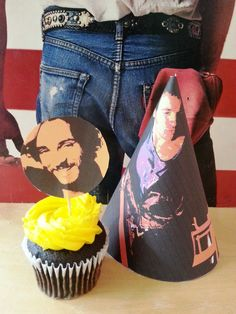 Happy birthday Bruce Springsteen! Click the pic to download the party favors.
