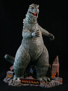 The Aurora - 'Godzilla' Original Kit Issued: 1964 - Re-Issued: Model and Text by Dennis L. Scary Monsters, Famous Monsters, Retro Toys, Vintage Toys, Plastic Model Kits, Plastic Models, Toys In The Attic, Japanese Monster, Sci Fi Models