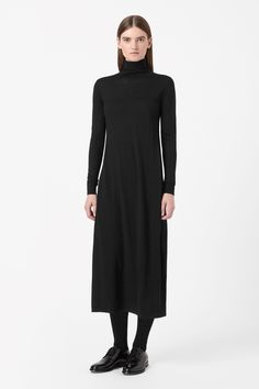Made from finely knitted merino wool, this dress has a ribbed roll neckline. Coming in at the waist, it is a long style with slim long sleeves and a narrow ribbed hemline.