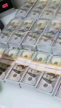 Money On My Mind, Make Money Now, Make Money Online, Money And Happiness, Money Girl, Dollar Money, Money Pictures, Money Stacks, Blue Tips