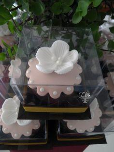 Pão de Mel decorados estilo Vintade. Flores, rosa e pérolas. Lembrança.