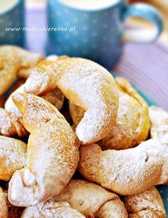 Proste rogaliki z konfiturą - PRZEPIS - Mała Cukierenka Hamburger, Sweets, Bread, Cookies, Recipes, Food, Crack Crackers, Gummi Candy, Candy