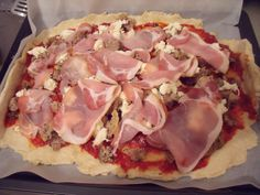 Homemade Pizza 500g flower 1back yeast 1/2 tblspoon sugar bit salt Mix the ingredients together until its a ball. In a bowl oil where you put the dough in. Rest with whet towl on top for 1 hour. tomatosauce, meat, bacon, mozarella. 10minuts in Oven 250degree