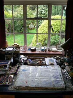 Jos joskus saisi tämän: oma työtila piirtää ja maalata, ikkunan äärellä jonka takana vihreä puutarha <3