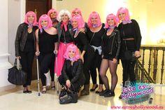 Grupo de amigas preparadas para disfrutar de una despedida de soltera en Madrid, en restaurante espectáculo Madrid, Crown, Fashion, Pageants, Group Of Friends, Discos, Saying Goodbye, Restaurant, Girlfriends
