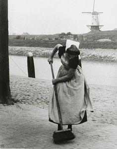 Ilse Bing - Maid sweeping street, Veere, Holland, 1931. °