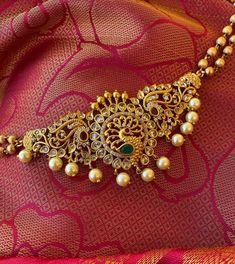Gold Temple Jewellery, Fancy Jewellery, Gold Jewellery Design, Indian Gold Jewellery, Thread Jewellery, Designer Jewelry, Beaded Jewelry, Pearl Necklace Designs, Gold Earrings Designs
