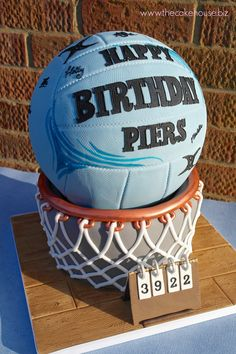 I would give anything to have a cake like this😊 40th Birthday Cakes, 10th Birthday Parties, 14th Birthday, Happy Birthday, Volleyball Cakes, Soccer Snacks, Sport Cakes, Sports Birthday, Netball