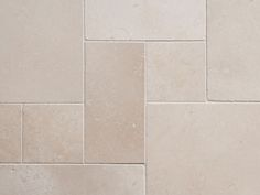 Kalkstein-Fliesen Cleopatra Light - Natursteinhandel jonastone Cleopatra, Interior Architecture, Tile Floor, Tiles, Interiordesign, Home, Bathrooms, Garage, Gardening