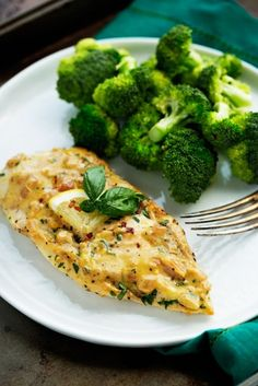 A one skillet chicken dinner that is easy to make with only a few ingredients. Pan seared chicken breast drizzled with a lemon garlic butter cream sauce . Chicken Skillet Recipes, Healthy Chicken Recipes, Cooking Recipes, Healthy Foods, Veggie Meals, Shrimp Recipes, Sauce Recipes, Cooking Time, Paleo Recipes